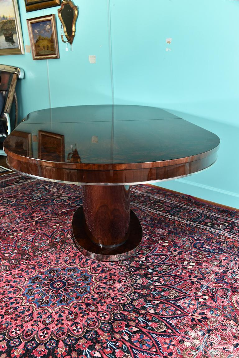 Hungarian Oval Dining Room Table in Walnut, Art Deco Period For Sale 3