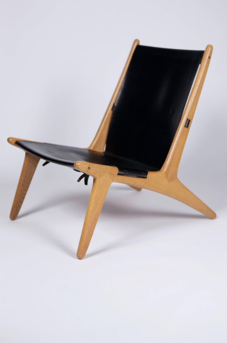 Beautiful lounge chair, model 204 by Uno & Östen Kristiansson, in solid oak and original black leather.