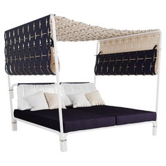 Hut Outdoor Daybed with Waterproof Leather and Blue Outdoor Fabrics