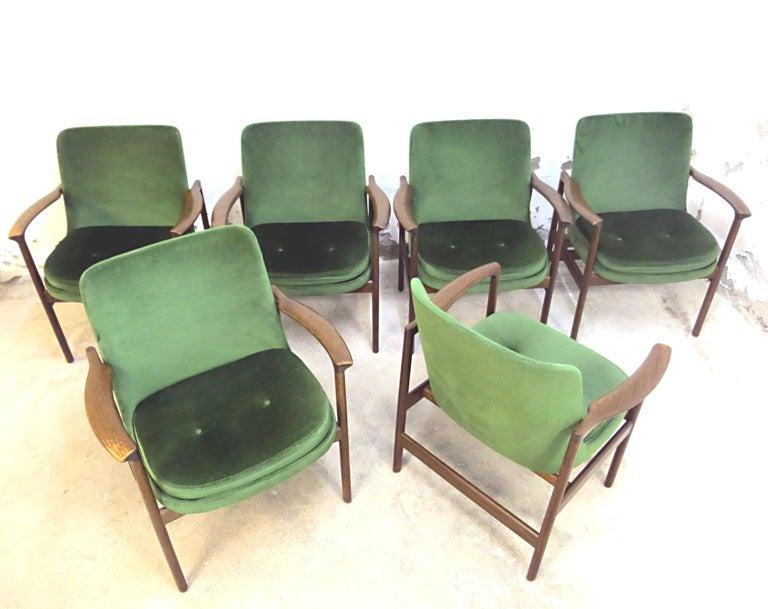 Scandinavian Modern Ib Kofod-Larsen Danish Design Armchair Lounge Chairs in Green Velvet, Set of 6