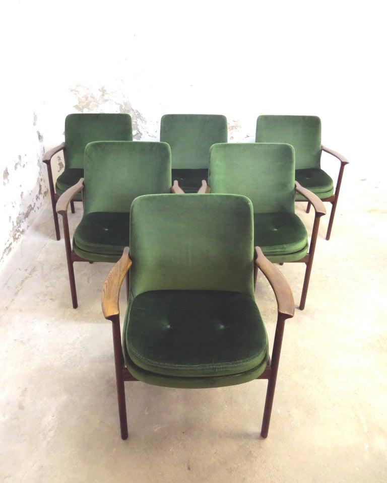 Ib Kofod-Larsen Danish Design Armchair Lounge Chairs in Green Velvet, Set of 6   In Good Condition In Hamburg, DE
