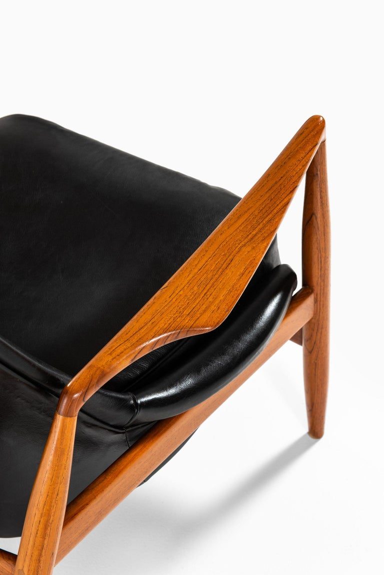 Rare easy chair model Sälen / Seal designed by Ib Kofod-Larsen. Produced by OPE in Sweden.
