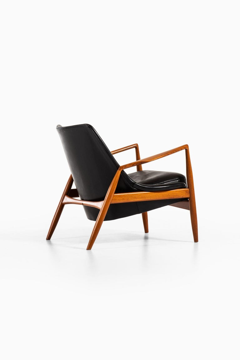 Mid-20th Century Ib Kofod-Larsen Easy Chair Model Sälen / Seal Produced by OPE in Sweden For Sale