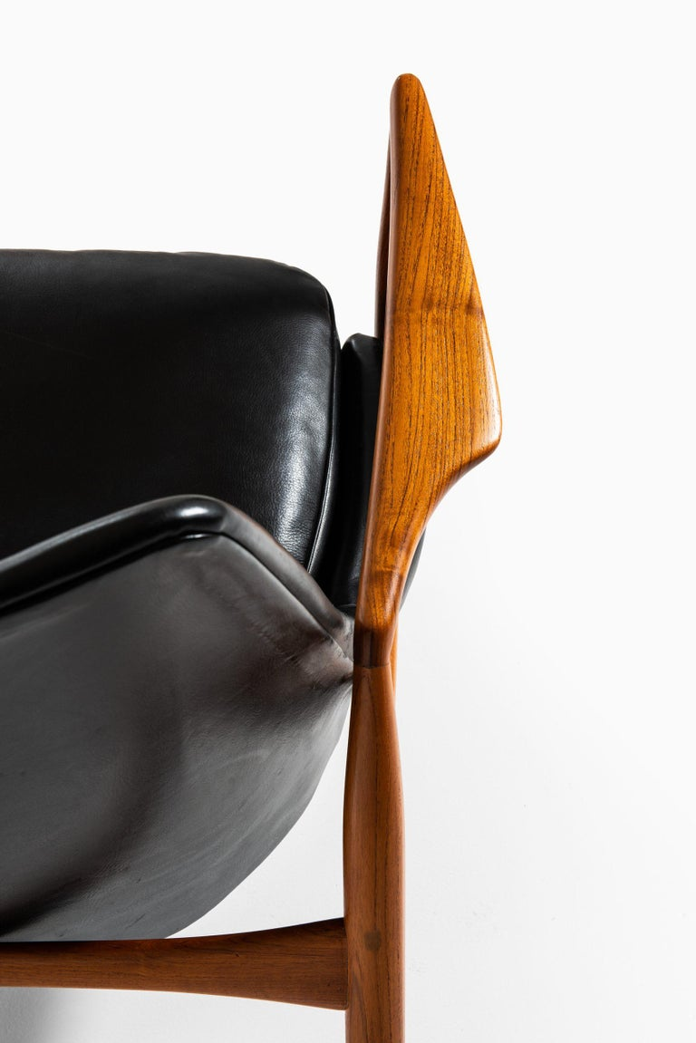 Leather Ib Kofod-Larsen Easy Chair Model Sälen / Seal Produced by OPE in Sweden For Sale