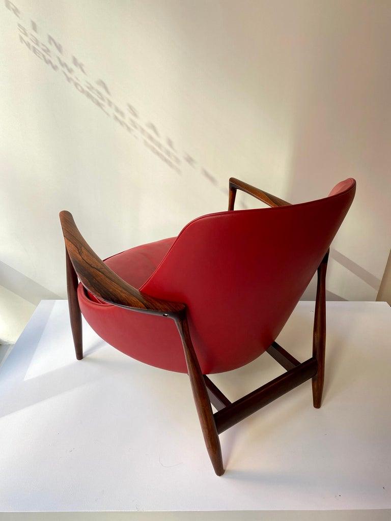 "Ib Kofod - Larsen ""Elizabeth"" Chair in Rosewood, 1956 For Sale 4"