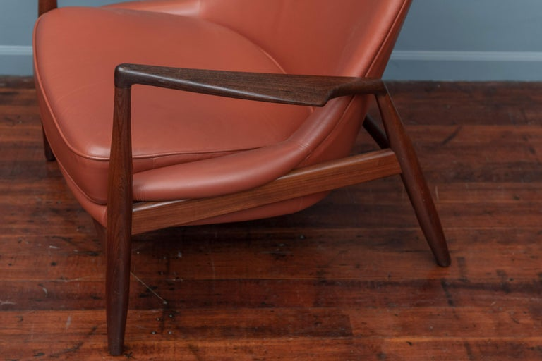 Ib Kofod-Larsen Seal Chair for OPE, Denmark In Good Condition For Sale In San Francisco, CA