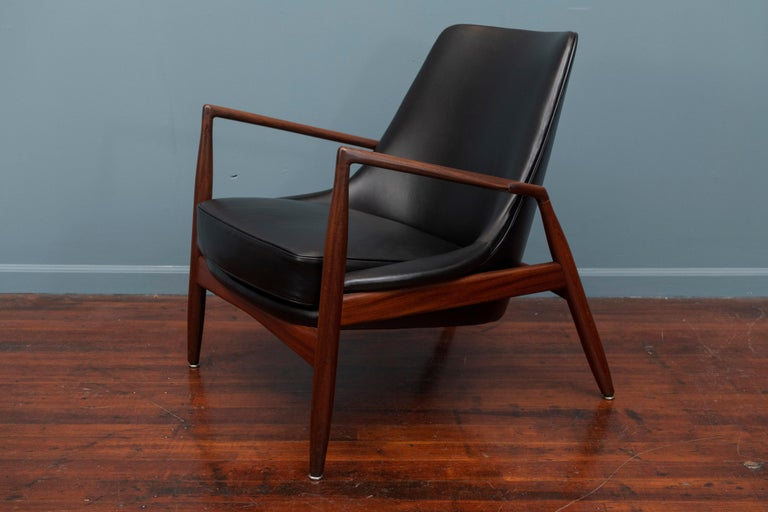 Ib Kofod-Larsen Seal Chair In Good Condition For Sale In San Francisco, CA