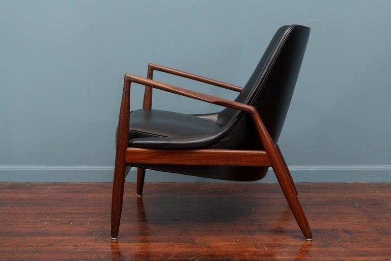 Mid-20th Century Ib Kofod-Larsen Seal Chair For Sale