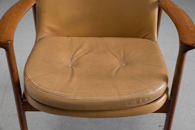 Mid-Century Modern Ib Kofod-Larsen Set of Six Armchairs in Rosewood and Natural Leather For Sale