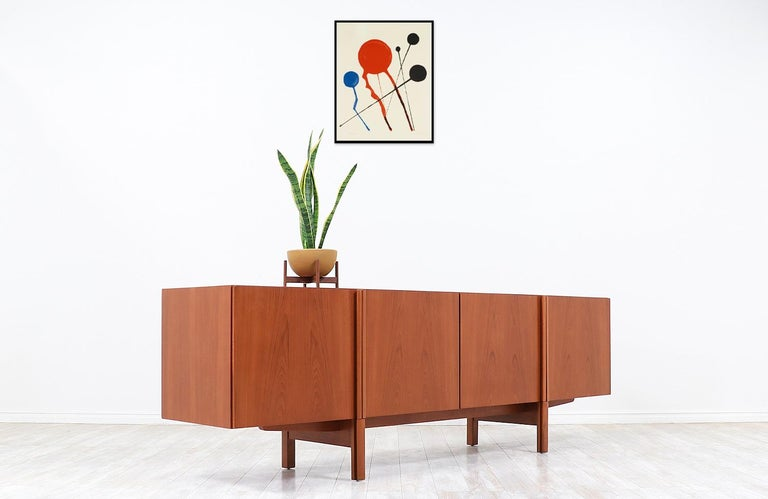 Ib Kofod-Larsen Teak Credenza for Faarup Møbelfabrik In Excellent Condition For Sale In Los Angeles, CA