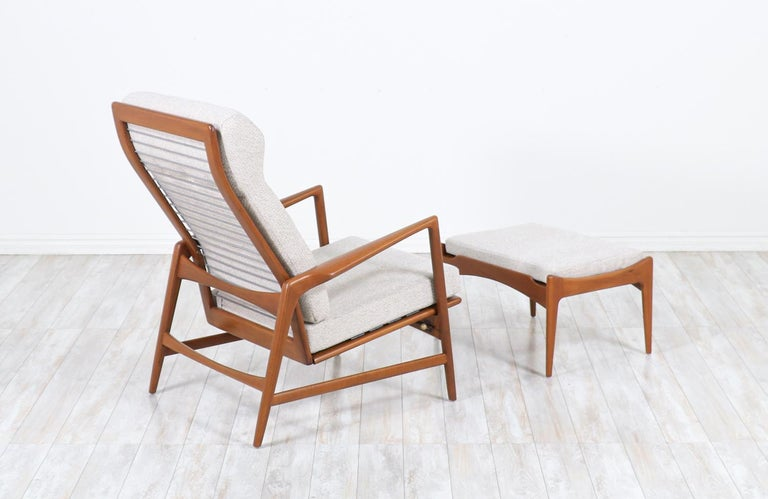 Ib Kofod-Larsen Teak Reclining Lounge Chair with Ottoman for Selig In Excellent Condition For Sale In Los Angeles, CA