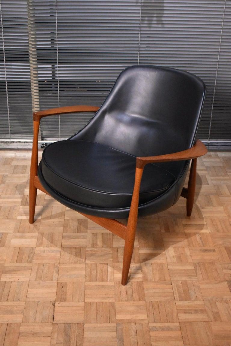 Ib Kofod-Larsen U-56 Elizabeth Chair for Christensen & Larsen In Good Condition For Sale In Shepperton, Surrey