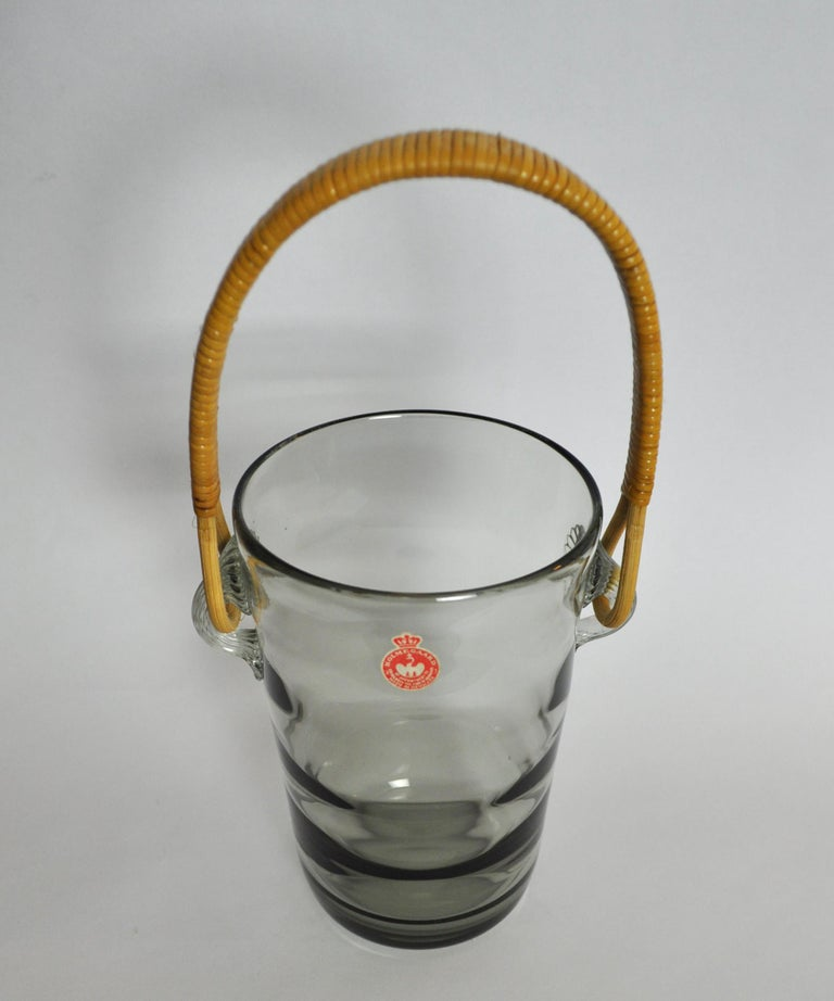 Optical striped smoke colored ice bucket with