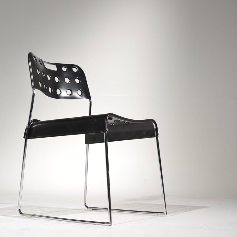 A striking, functional and thoroughly modern set. The chair is easy to use and store.
