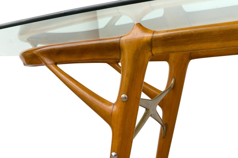Mid-20th Century Italian Walnut and Brass Dining Table, Italy, style of Ico Parisi, circa 1955 For Sale