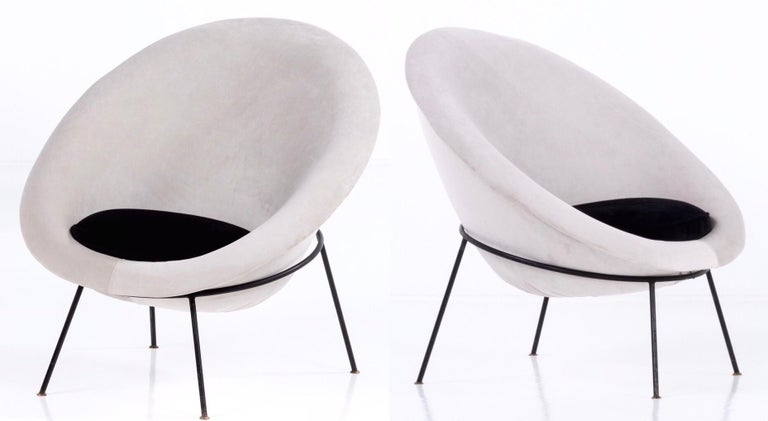 Italian Pair of Egg Chairs by Ariberto Colombo in Velvet & Lacquered Metal, Italy, 1950s For Sale