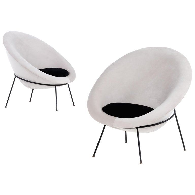 Pair of Egg Chairs by Ariberto Colombo in Velvet & Lacquered Metal, Italy, 1950s For Sale