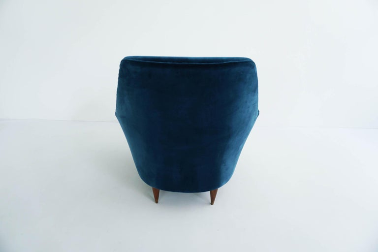 Ico Parisi Lounge Chairs in Blue Lagoon Velvet For Sale 1