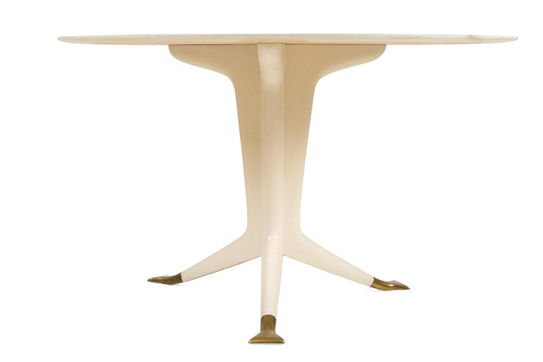 Mid-Century Modern Ico Parisi Round Marble-Top Table with Three Brass Footed Legs, Italy, 1950s For Sale