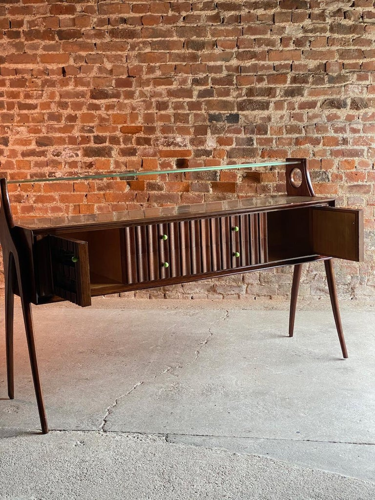 Ico Parisi Walnut Credenza Sideboard, Italy, 1950 In Good Condition For Sale In Longdon, Tewkesbury