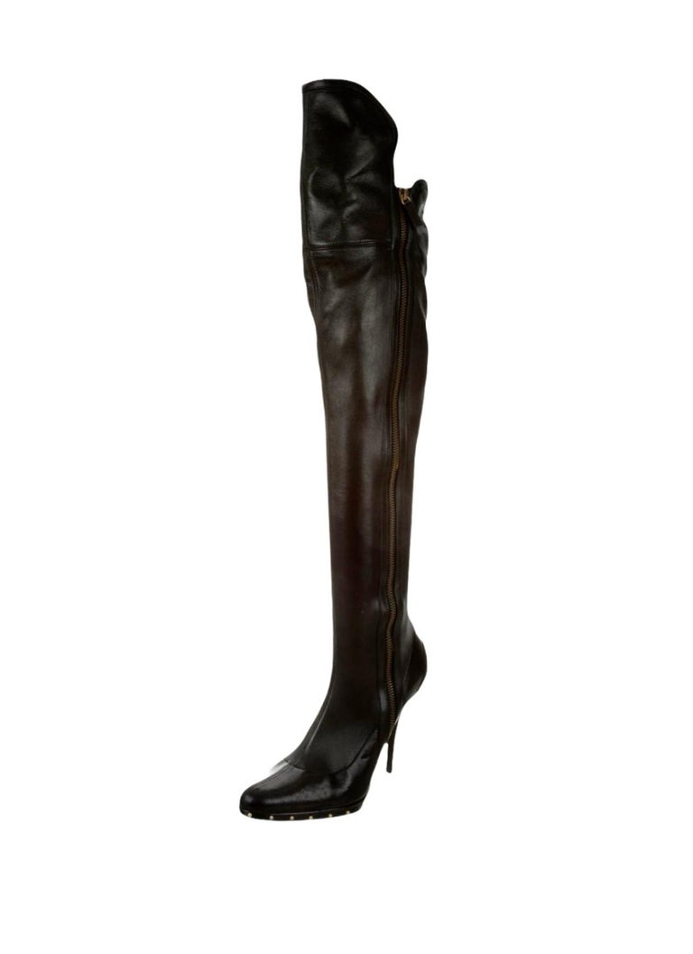 COLLECTOR'S ITEM GUCCI COLLECTION FALL / WINTER 2003 MOST FEATURED ITEM - SOLD OUT IMMEDIATELY  A GUCCI classic signature piece that will last you for years Made of soft nappa gloveskin leather that fits your legs like a second skin With full