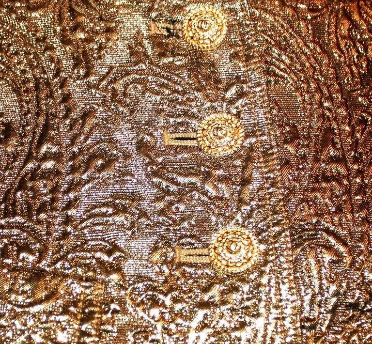 Iconic Chanel Golden Metallic 3D Structured Jacket Blazer In Excellent Condition For Sale In Switzerland, CH