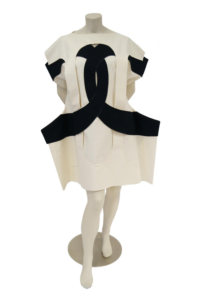 Iconic Comme des Garçons Black and White Flat Pack Runway Dress 2014 For Sale 7