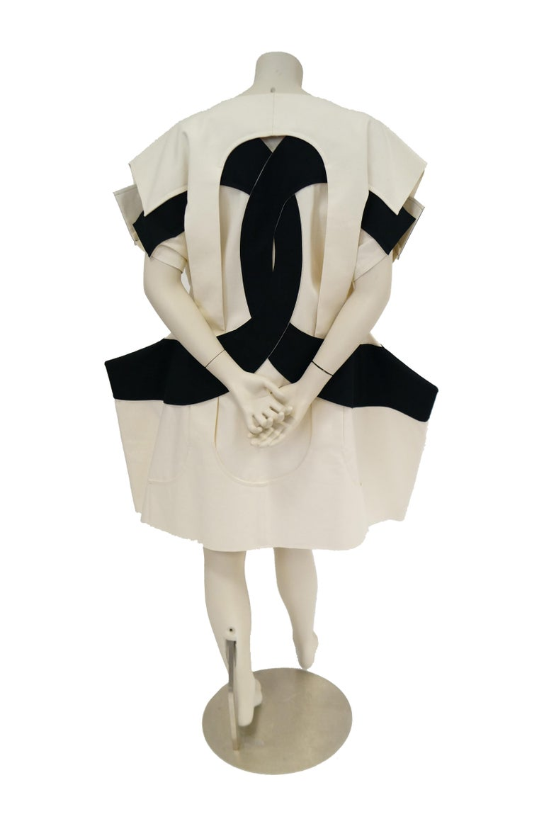 Iconic Comme des Garçons Black and White Flat Pack Runway Dress 2014 For Sale 8
