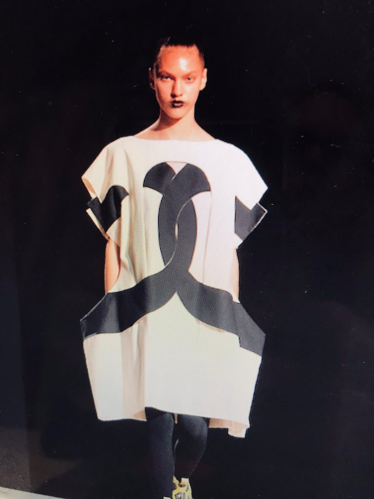 Iconic Comme des Garçons Black and White Flat Pack Runway Dress 2014 For Sale 11