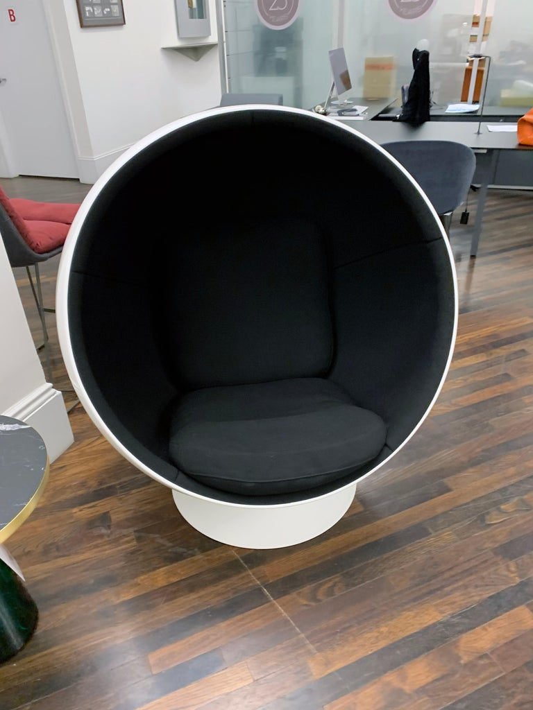 Iconic Eero Aarnio Black and White Swivel Ball Lounge Chair For Sale 7