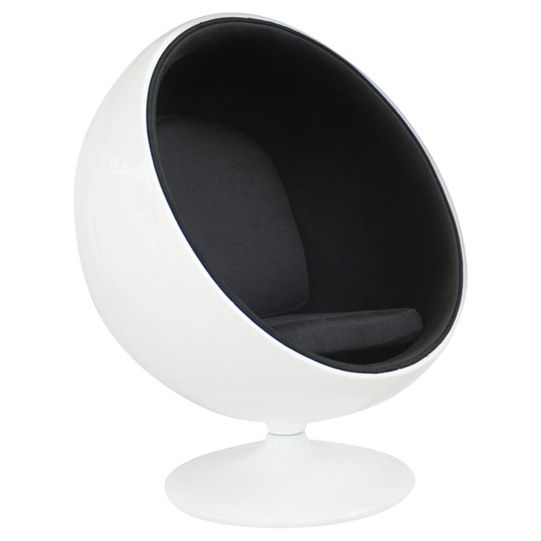 Iconic Eero Aarnio Black and White Swivel Ball Lounge Chair For Sale