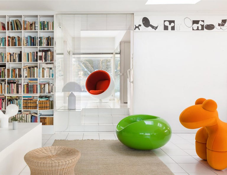 Iconic Eero Aarnio Black Pastil Chair In New Condition For Sale In New York, NY