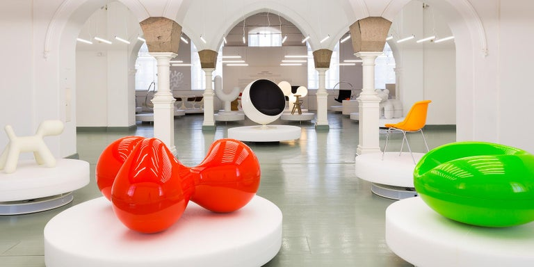 Eero has always been drawn to the circular form and is perhaps best known for his designs 'without edges'. The Tomato chair combines three circles on a basic seat, with two as armrests, one stretched to be a comfortable back. It is made of