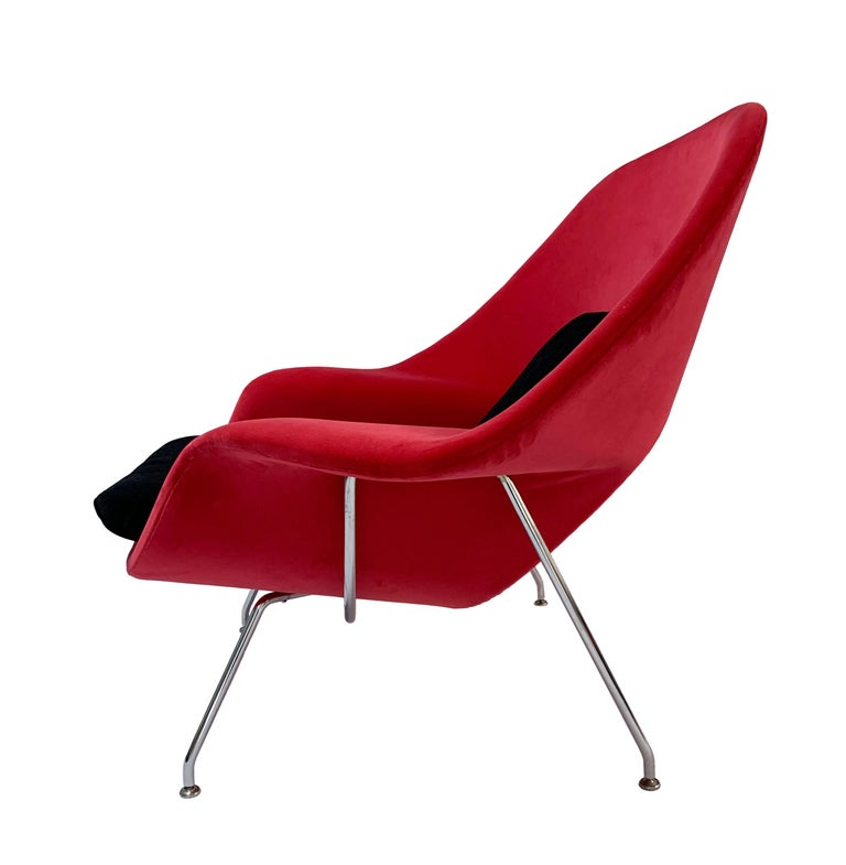 20th Century Iconic Mid-Century Modern Knoll Womb Chair and Ottoman