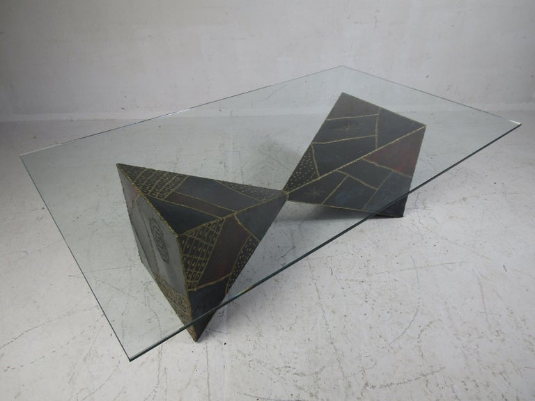 Iconic Midcentury Paul Evans PE 61 Brutalist Coffee Table for Directional In Good Condition For Sale In Brooklyn, NY