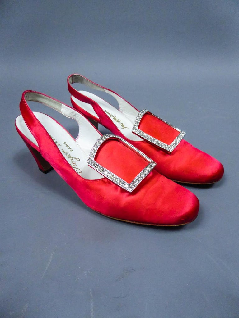 Iconic Pair of Roger Vivier Pumps  Circa 1970 In Excellent Condition For Sale In Toulon, FR