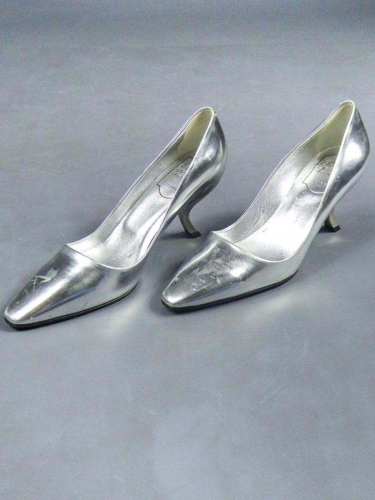 Iconic Pair of Roger Vivier Pumps with Virgule Heel Circa 1980 In Good Condition For Sale In Toulon, FR