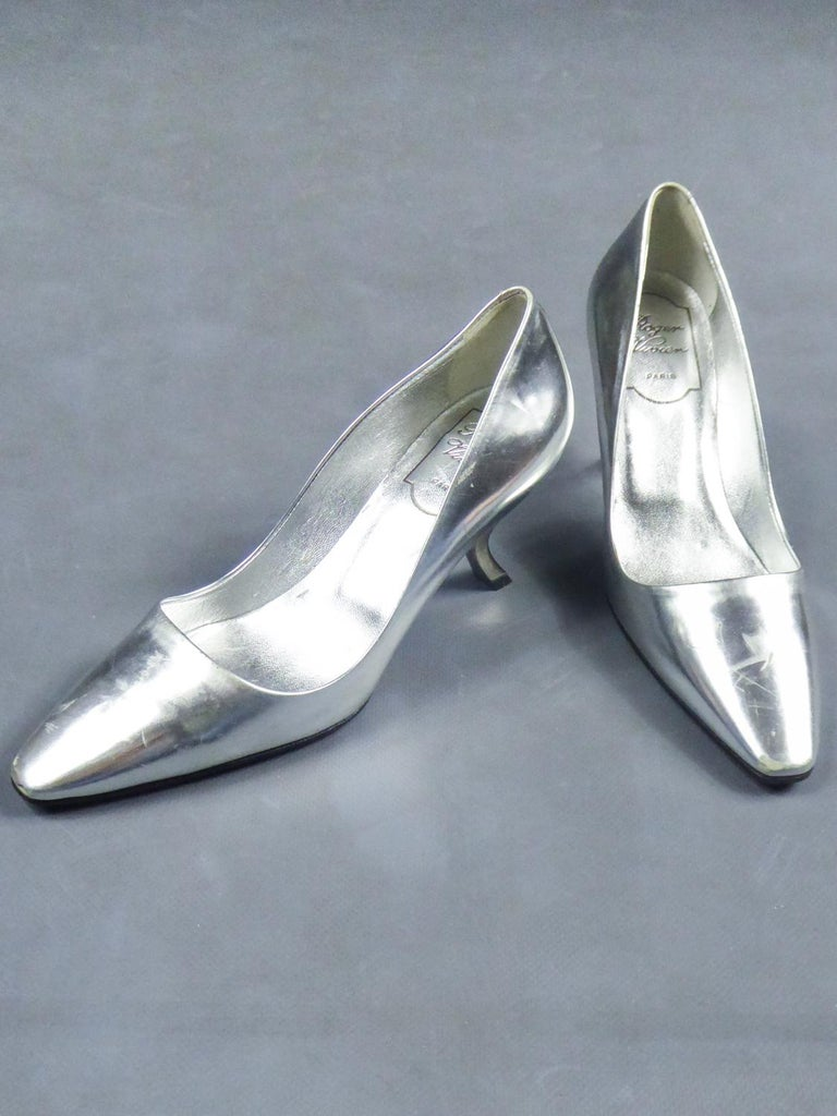 Iconic Pair of Roger Vivier Pumps with Virgule Heel Circa 1980 For Sale 2