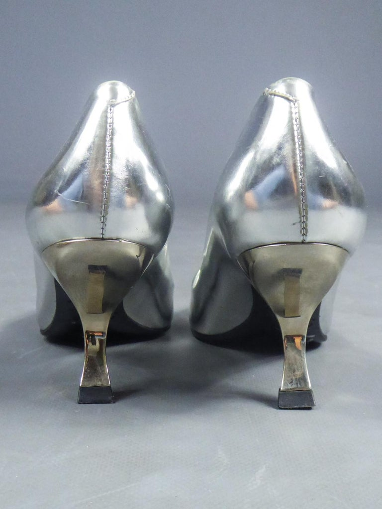 Iconic Pair of Roger Vivier Pumps with Virgule Heel Circa 1980 For Sale 4