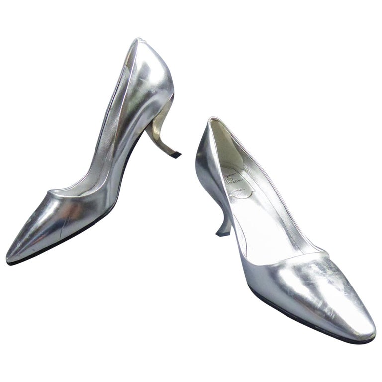 Iconic Pair of Roger Vivier Pumps with Virgule Heel Circa 1980 For Sale