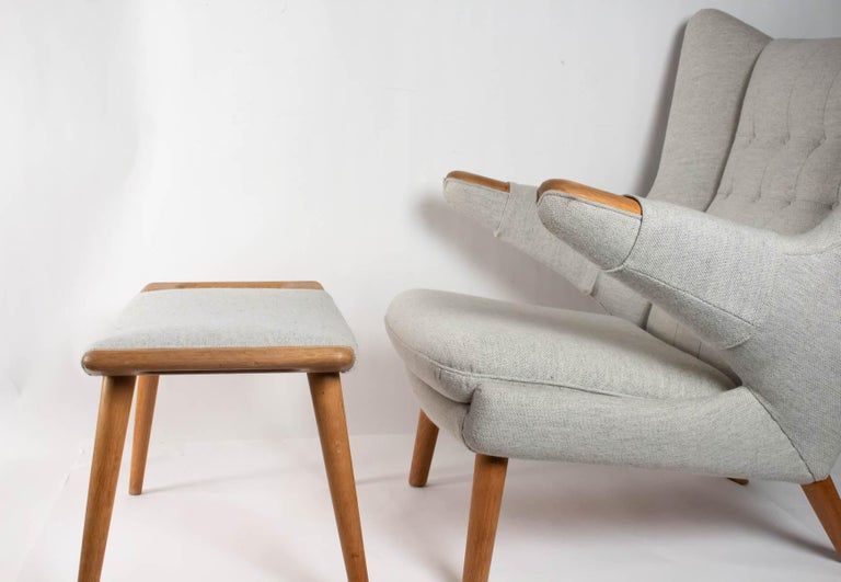 Iconic Papa Bear Armchair with Matching Ottoman, Denmark, Hans Wegner, 1960s In Excellent Condition For Sale In Saint-Ouen, FR