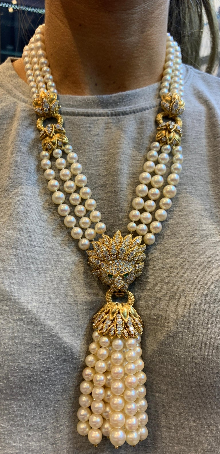 Iconic Van Cleef & Arpels Pearl and Diamond Lion Tassel Necklace For Sale 4