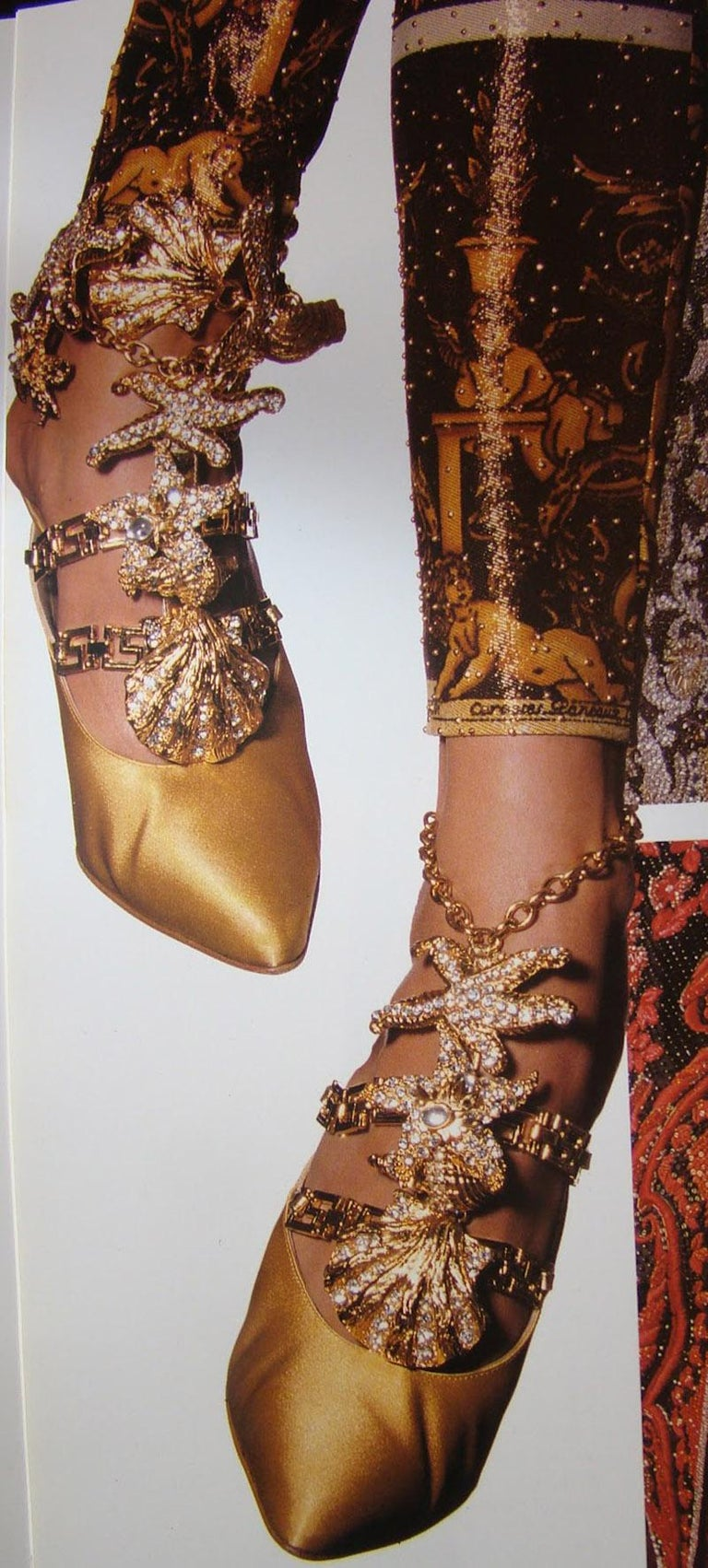 Iconic Vintage 1992 Gianni Versace Embellished Shoes  In New Condition For Sale In Montgomery, TX