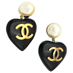 ICONIC Vintage heart Chanel earrings made of black ebony sign. 2CC8