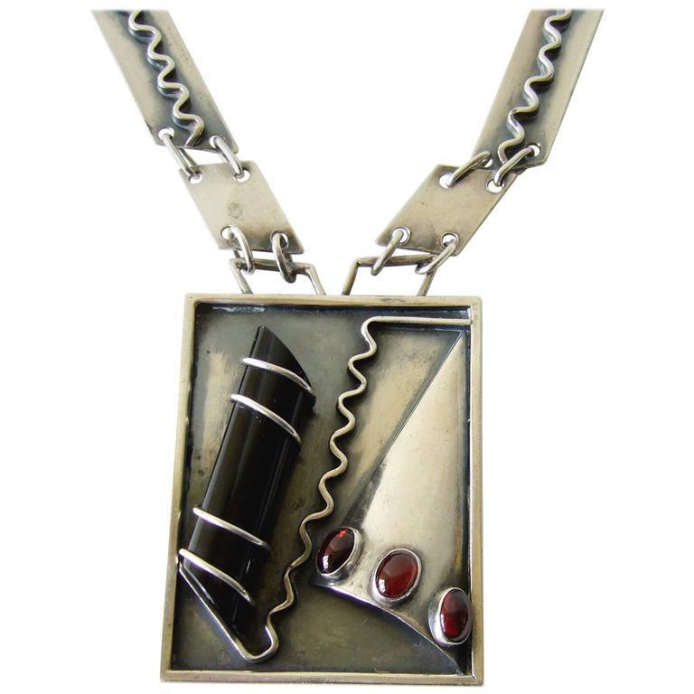 Idella La Vista Onyx Amber Sterling Silver Bauhaus Surrealist Necklace In Good Condition For Sale In Los Angeles, CA