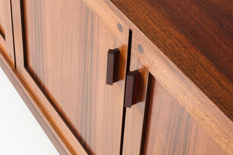 Idiosyncratic Italian Credenza with Flared Feet in Rosewood, 1970s For Sale 1