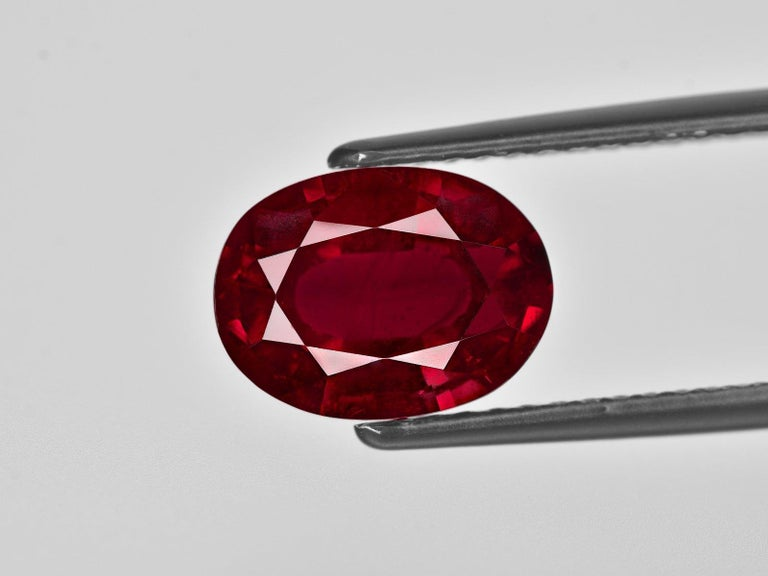 Modern IGI ANTWERP Certified 4.75 Carat Oval Red Ruby Ring For Sale