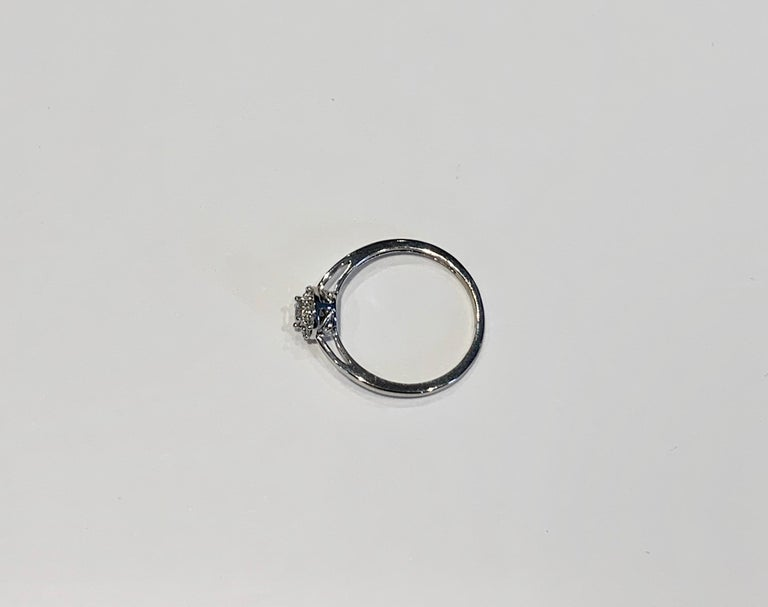 IGI Certified 0.25 Carat Diamond Cluster Ring in 18 Carat White Gold In New Condition For Sale In Chislehurst, Kent