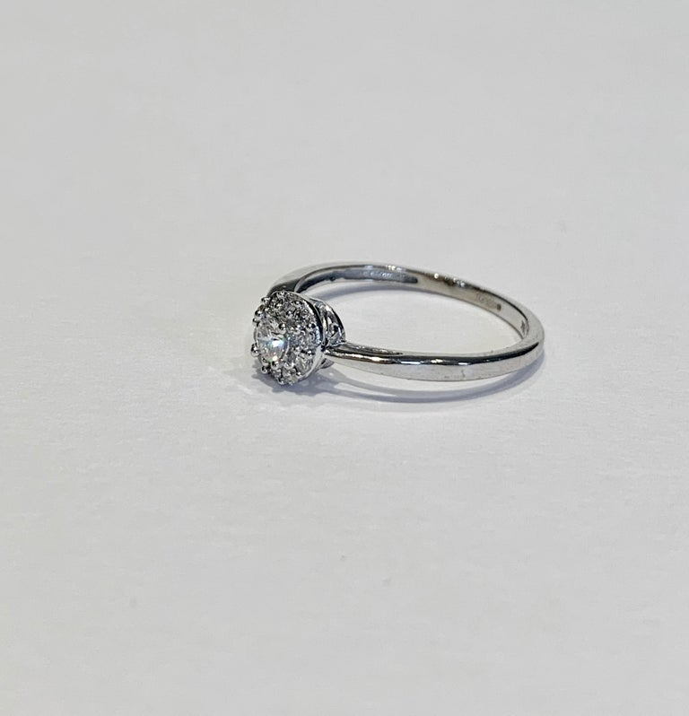 Women's IGI Certified 0.25 Carat Diamond Cluster Ring in 18 Carat White Gold For Sale