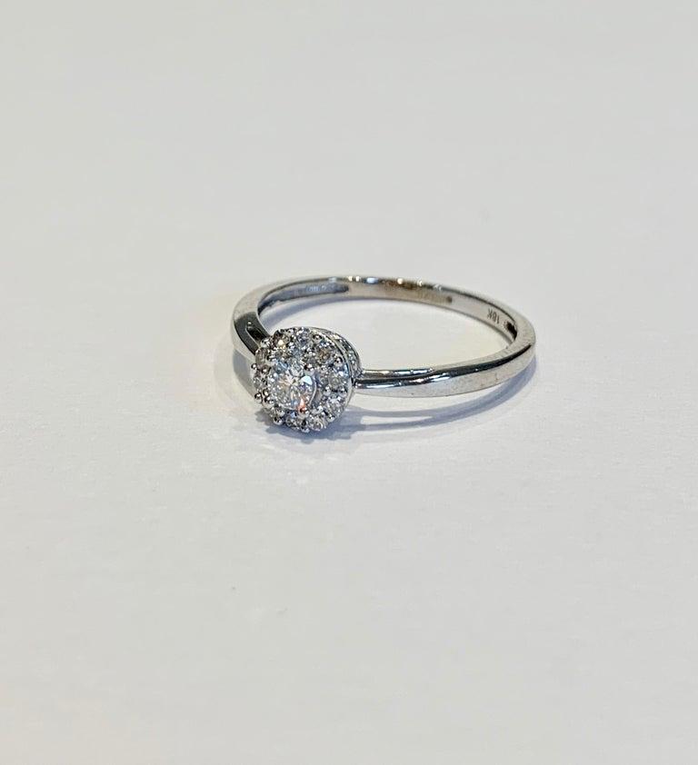 IGI Certified 0.25 Carat Diamond Cluster Ring in 18 Carat White Gold For Sale 1